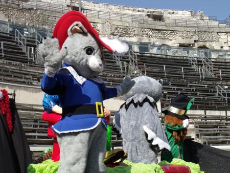Carnaval dans les Arènes de Nîmes - Spectacle enfant Groupe Triangle