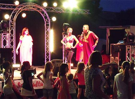 Danseuse Orchestre variétés Triangle à Vergèze