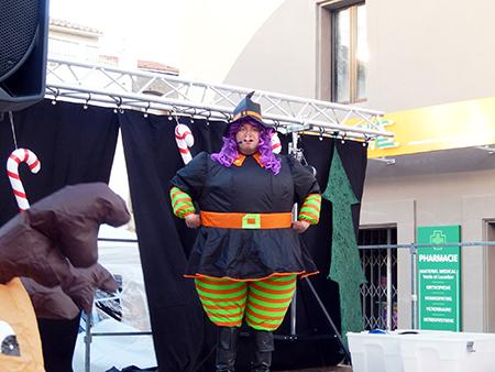 Spectacle pour des enfants de 3 à 10 ans avec du chant en direct, danseurs, peluche géante, de l'interactivité avec des jeux organisés par le clown Passou dans un superbe décor.