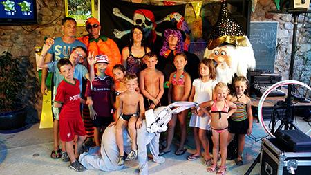 La saison animations camping à Sampzon en Ardèche Groupe Triangle Gard, Duo chanteurs, chanteur, chanteuse, DJ, jeux, animations enfants