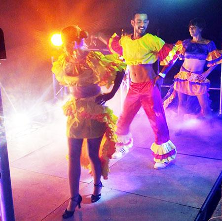 DJ Triangle avec Danseuse et danseur animation fête votive