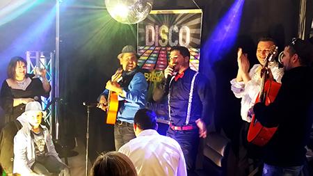 Spectacle chanté soirée Disco Animation Triangle et groupe Gipsy