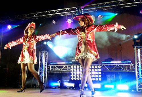 dj triangle animation fête votive village avec danseuses