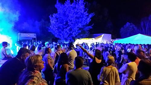 DJ Triangle avec danseuses animation fête votive dans le Gard
