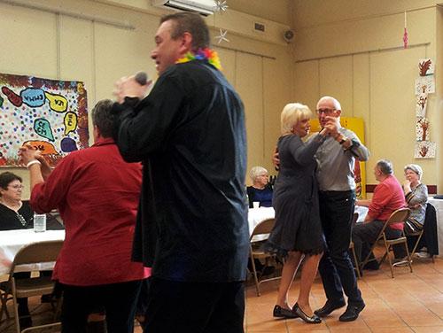 Animation repas dansant pour les aînés avec Duo Animation Triangle