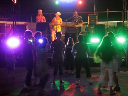 Groupe Triangle à Comps - Gard Journée festive organisé aux arènes par le comité des jeunes Lou Pastissoun